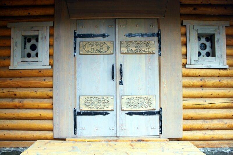 Двери храма князя Владимира