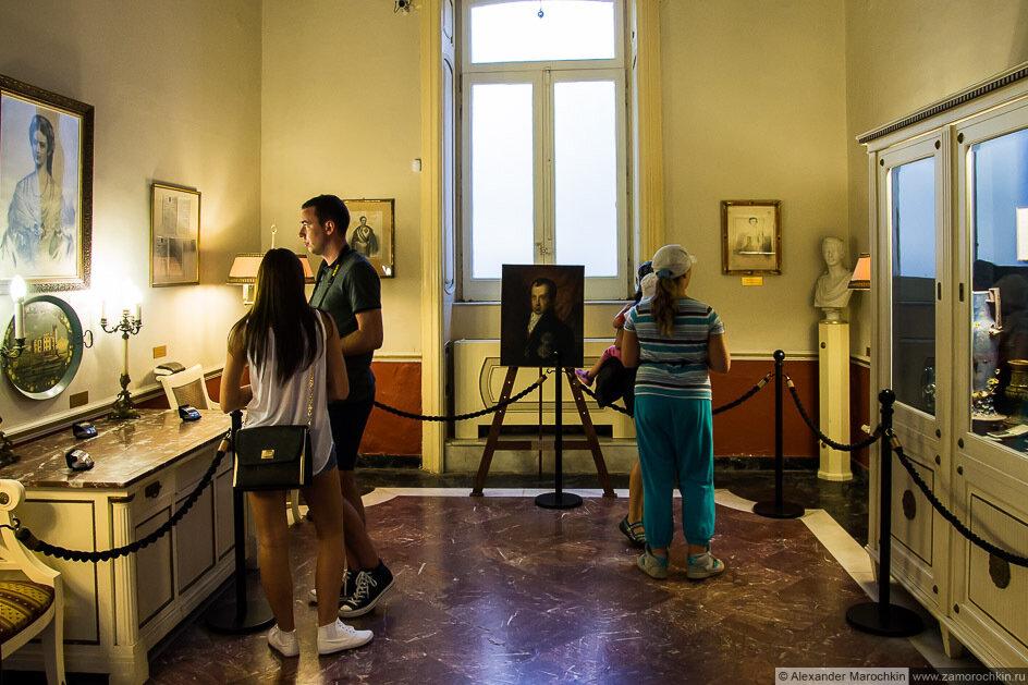 В одной из комнат дворца Ахиллеон