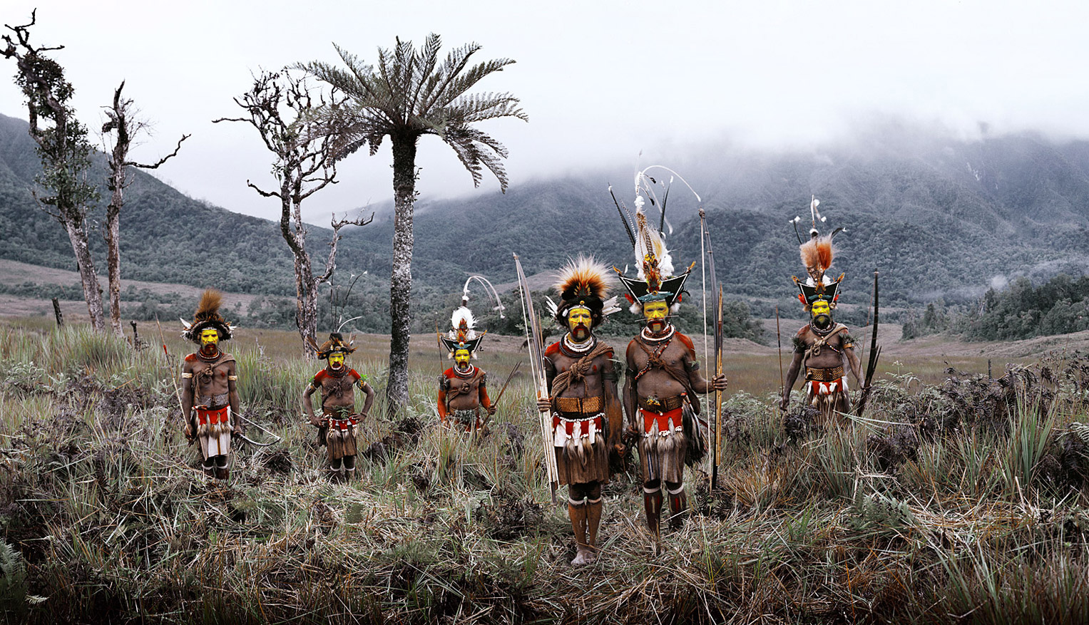 Before they Pass Away / Indonesia + Papua New Guinea / Huli / photo by Jimmy Nelson