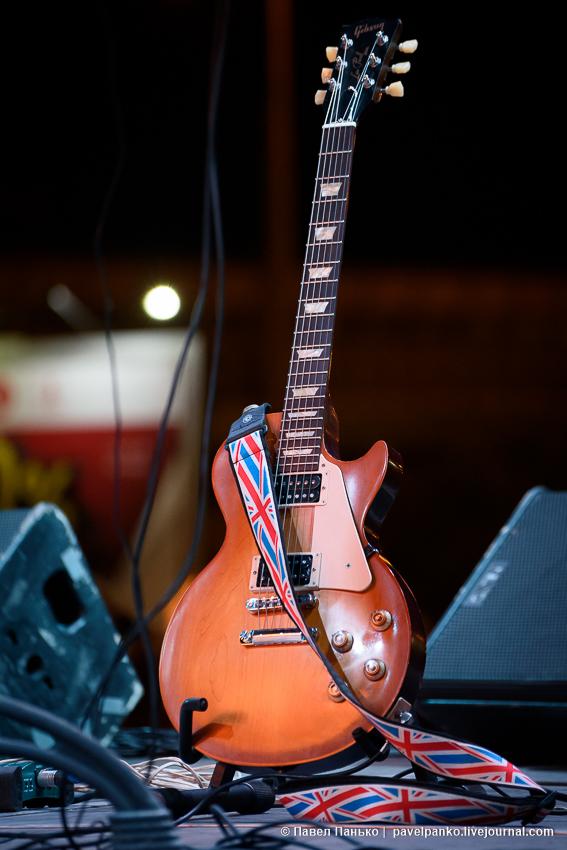 гитара на сцене