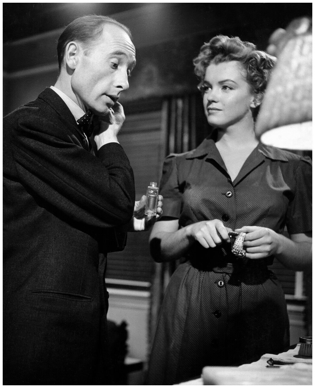 1952. Рой Уорд Бейкер и Мэрилин Монро на съемках «Можно входить без стука»