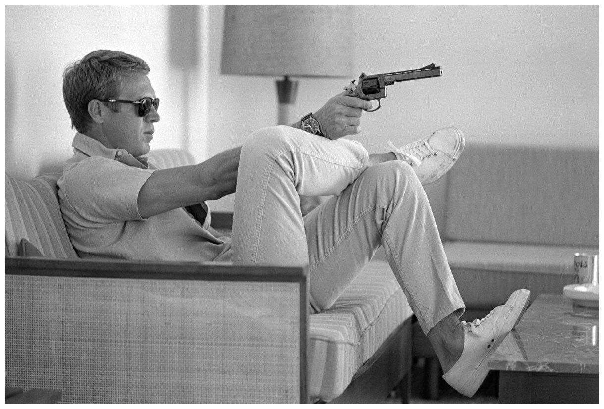 1963. Стив Маккуин на своем бунгало в Палм-Спрингс