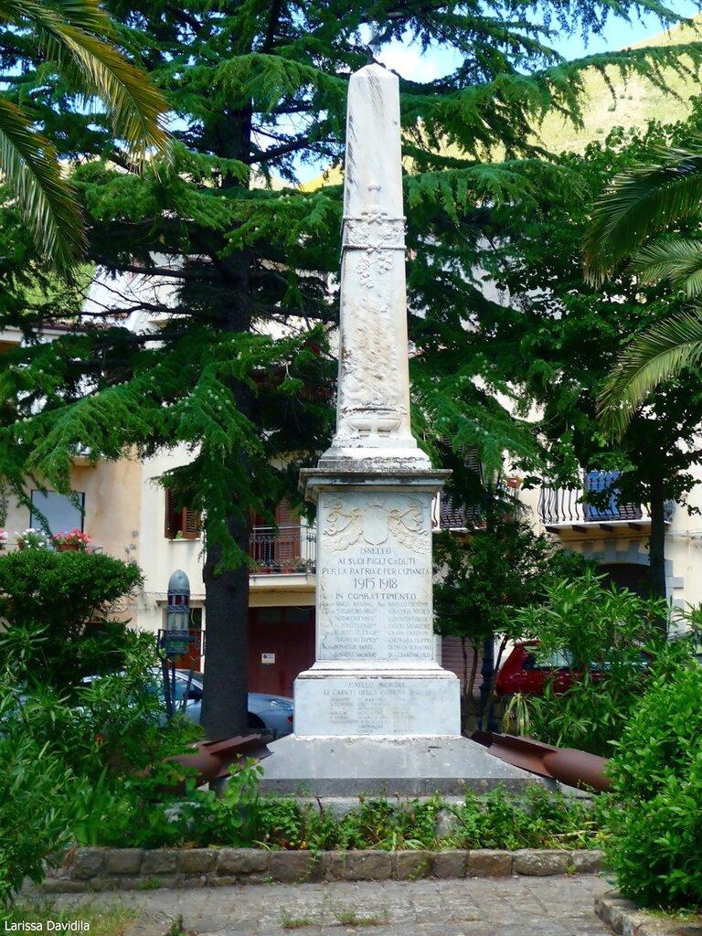 Иснелло. Памятник погибшим в воинах.