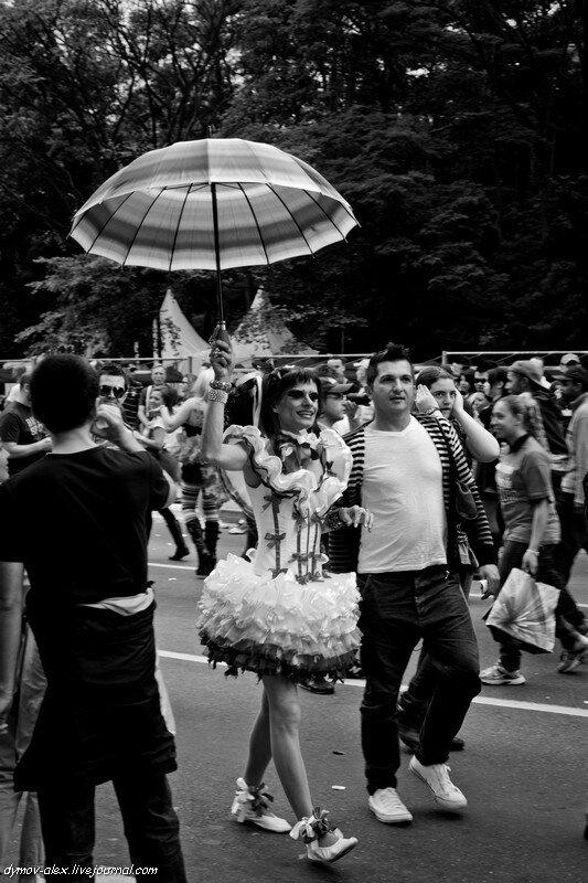 Адрес Москва- Сан-Паулу. Посмотрел фото с парада, результатом не