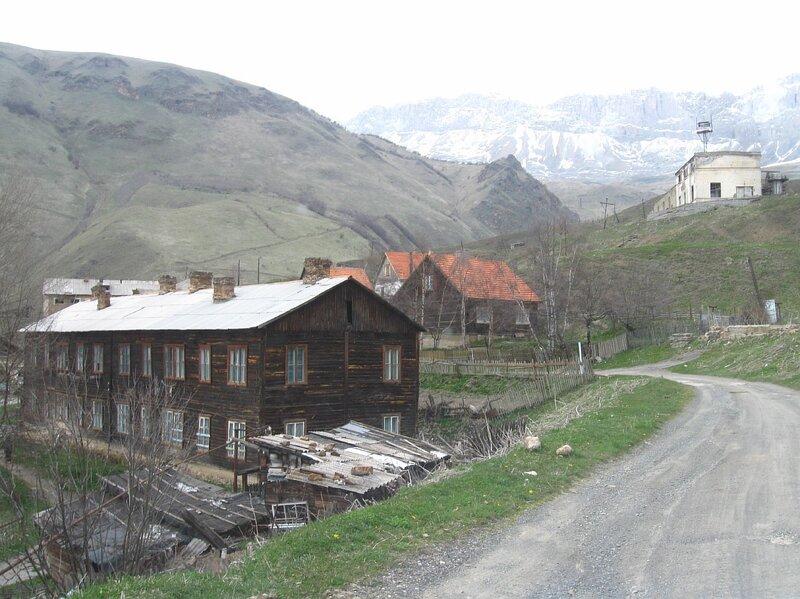 "Поселок ""Верхний Згид"". На заднем фоне  ""Стена"" Кион-хоха  (Resize of IMG_0030.jpg)"