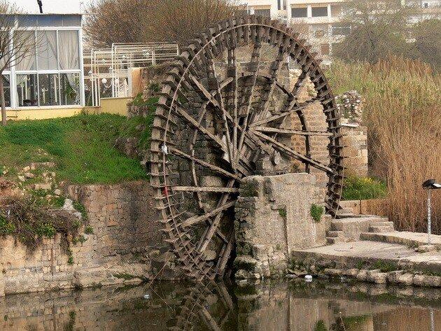 Водяные мельницы в городе
