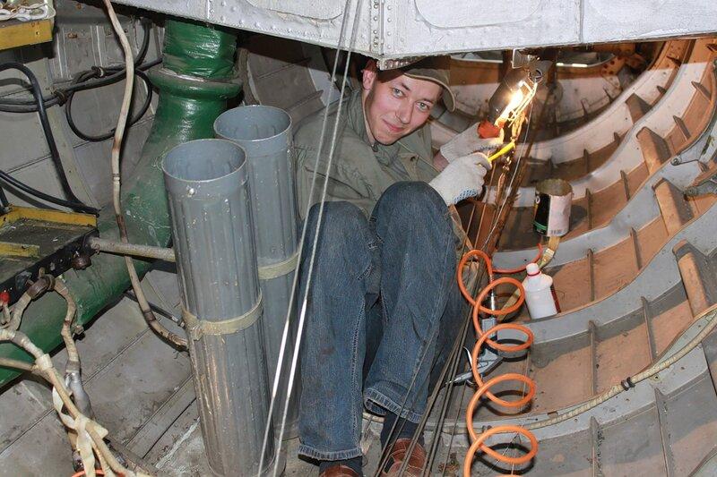 Андрей обслуживает проводку управления Ил-14