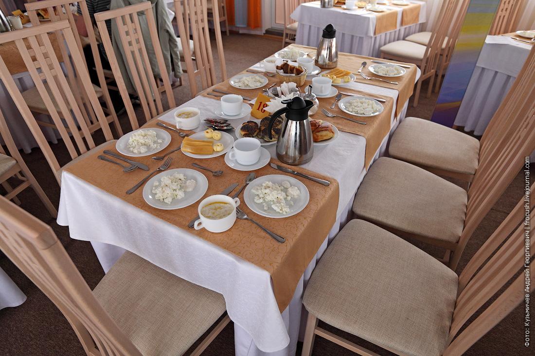 стол для завтрака в ресторане теплохода Русь Великая