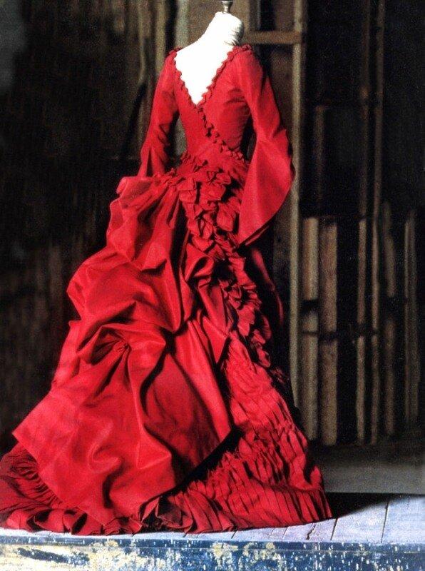 Цвет платья - это кровавый отблеск, падающий от князя на Мину, и...