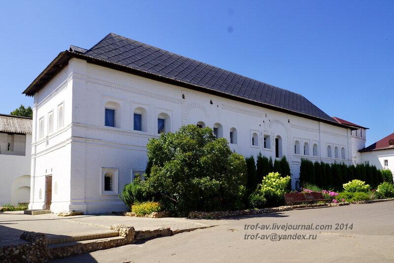 Гостиный корпус 17 века, Свято-Пафнутиев Боровский монастырь