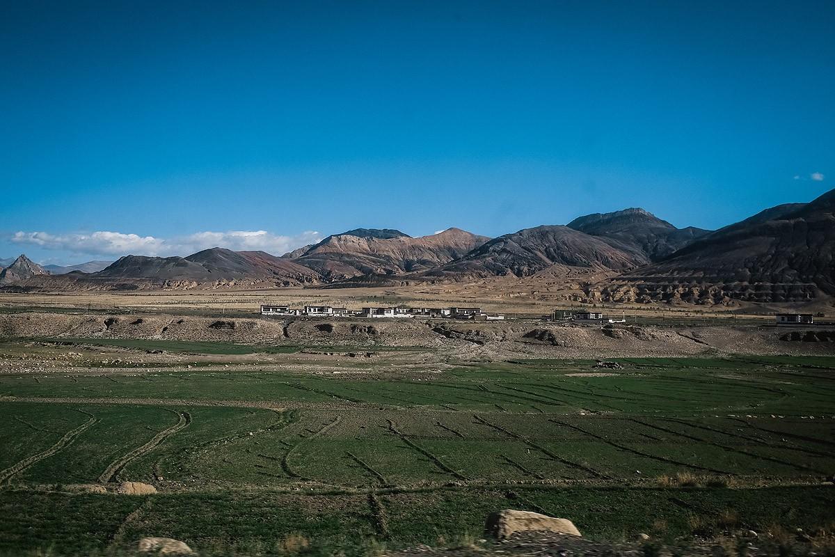 50. Вскоре мы выехали на равнину. Впереди нас ждал Шигацзе, второй по величине город Тибета после Лх