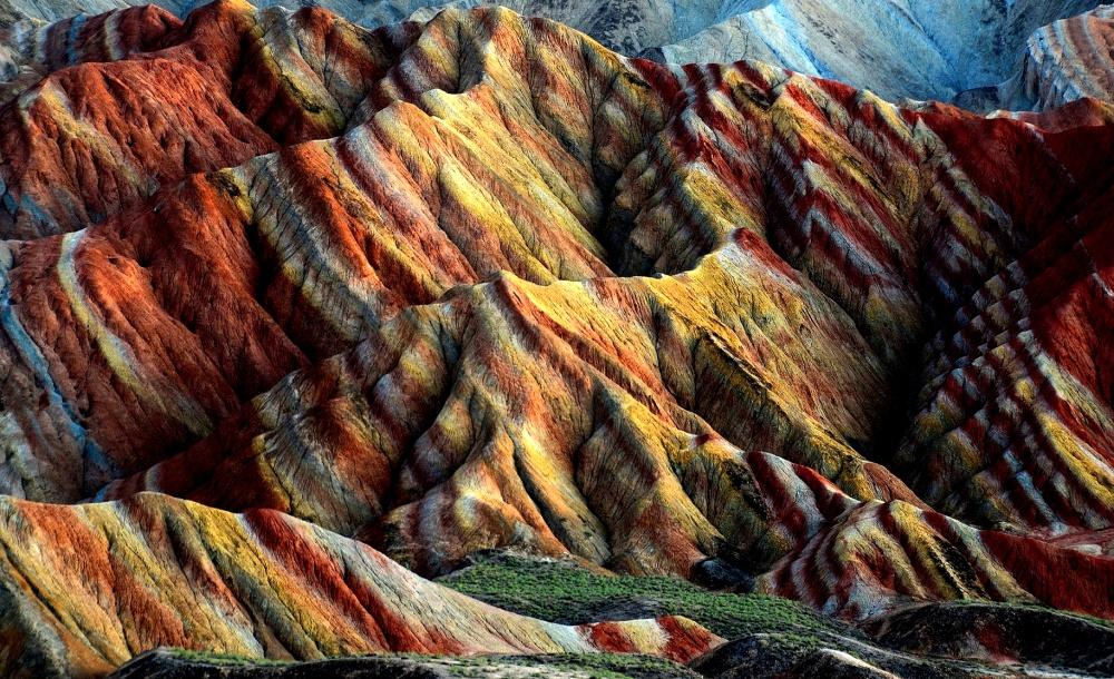 mirputeshestvii 100 миллионов лет назад наместе гор был огромный бассейн, который постепенно высох