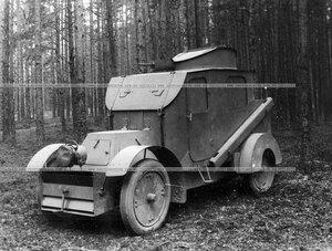 Бронированный автомобиль батальона (вид сбоку).