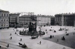 Площадь у Мариинского дворца