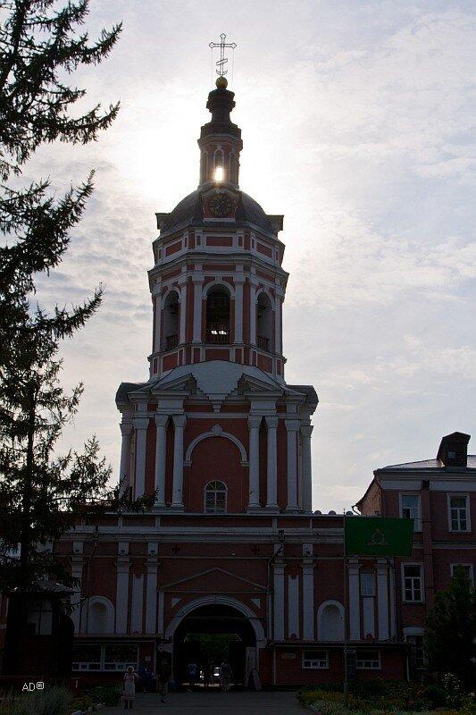 Западные ворота и колокольня с Храмом праведников Захарии и Елисаветы