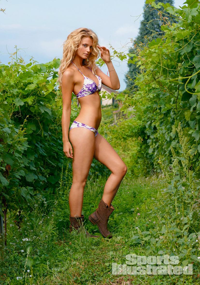 Кейт Бок в купальниках Sports Illustrated Swimsuit 2014 - Kate Bock by Yu Tsai in Switzerland