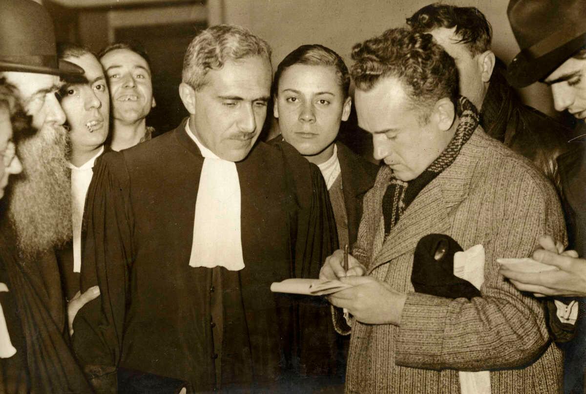 39. Судья на процессе по делу банды Вейдмана отвечает на вопросы прессы