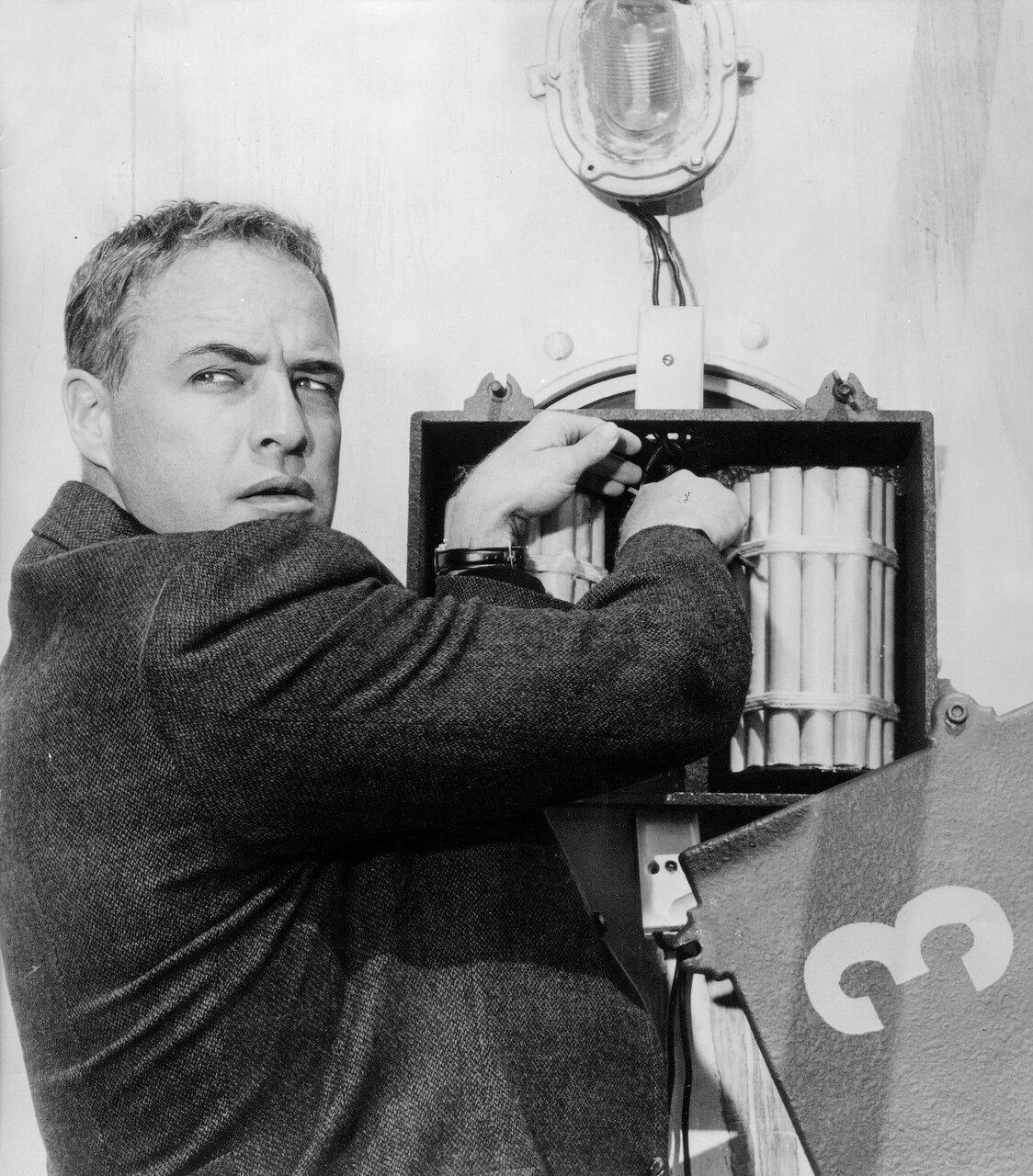 Marlon BRANDO in 'Kennwort - Morituri', 1965