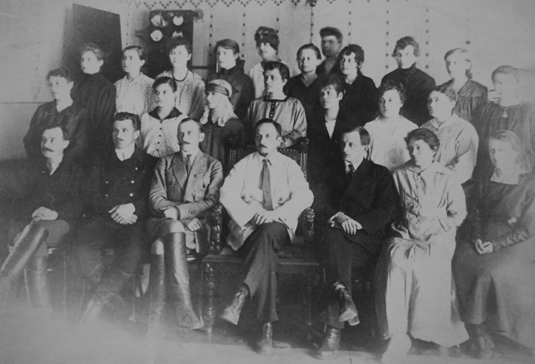 1915. Первые экскурсанты на Самарской электрической станции