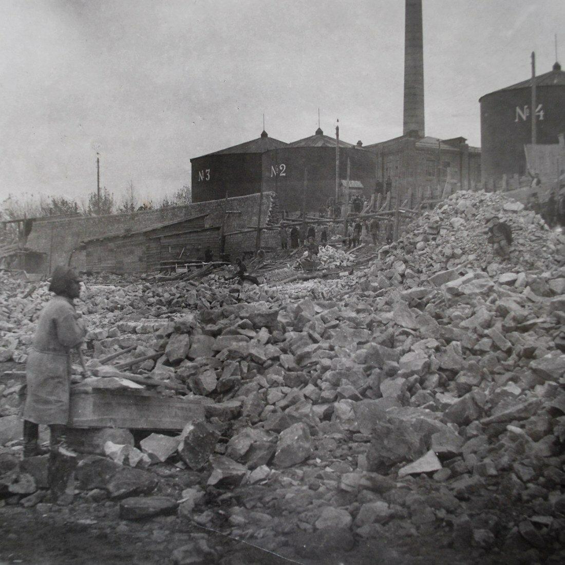 1929. Строительство подпорной стены со стороны Волги