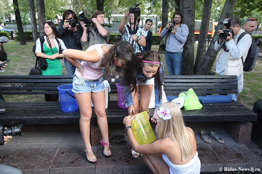 Девочку заставили обнажиться фото 120-731