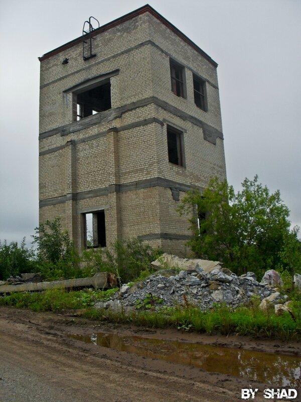 Заброшенные здания возле Крылосовского карьера