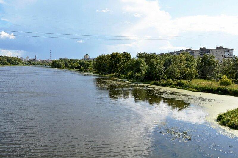 Река Миасс. Справа - ул. Набережная