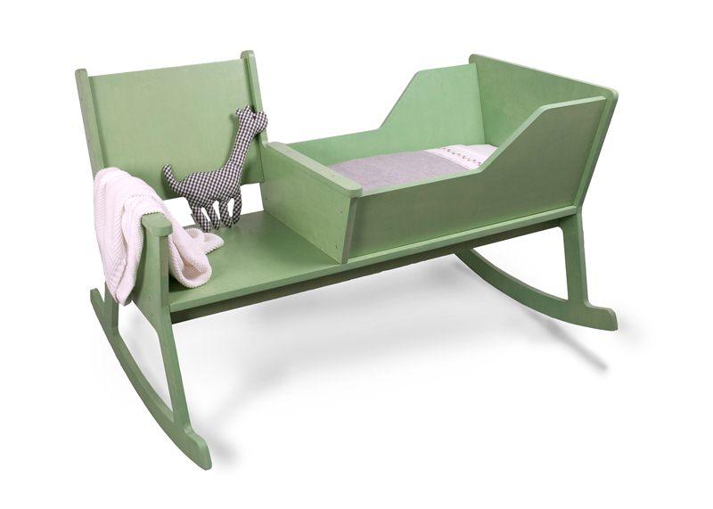 Кресло-качалка и колыбелька