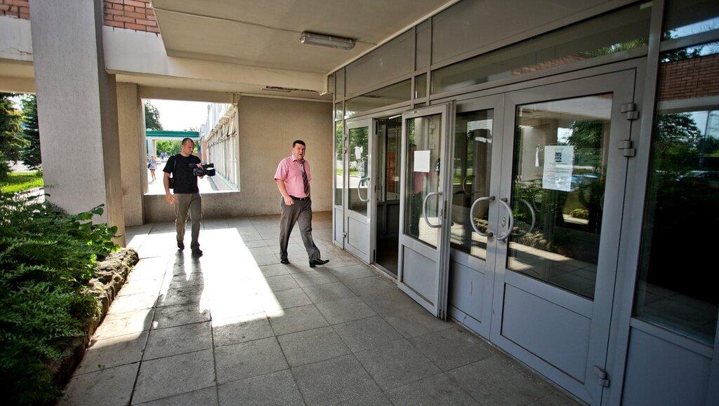 Утром среды 27 июля господин Крупницкий попытался попасть на своё рабочее в здании администрации  Больших Вязём…