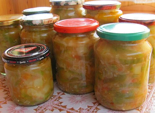 ...на 3 стакана (600 мл) воды: 1 ст.л. соли, 1,5 стакана яблочного уксуса. пряные травы (петрушка, укроп, базилик) .