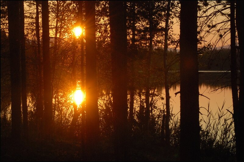 Озеро Щучье. Шоу продолжается. Полночь недавно миновала. 00:16