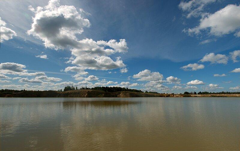 Лето. Небо. Озеро.