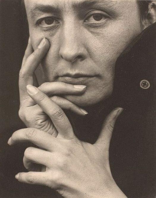 Альфред Стиглиц / Alfred StieglitzДжорджия О'Кифф (руки) / Georgia O'Keeffe (hands) (1919)