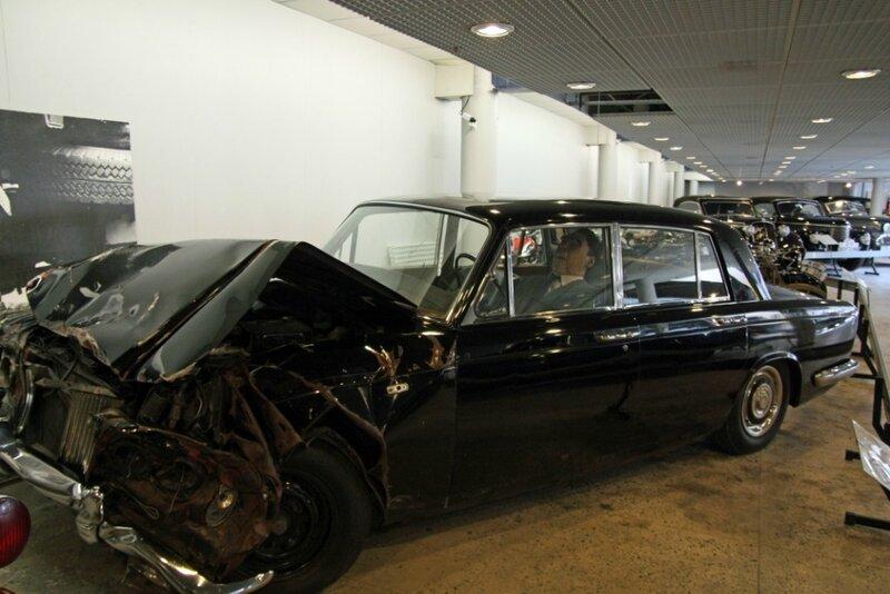 Попал в аварию машина старая 1976