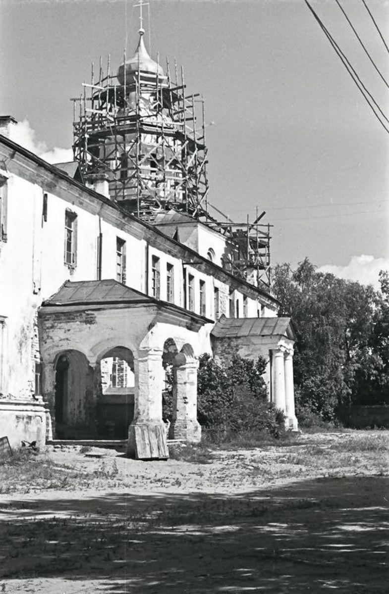 Советский период. 1972. Трапезная с церковью Богоявления
