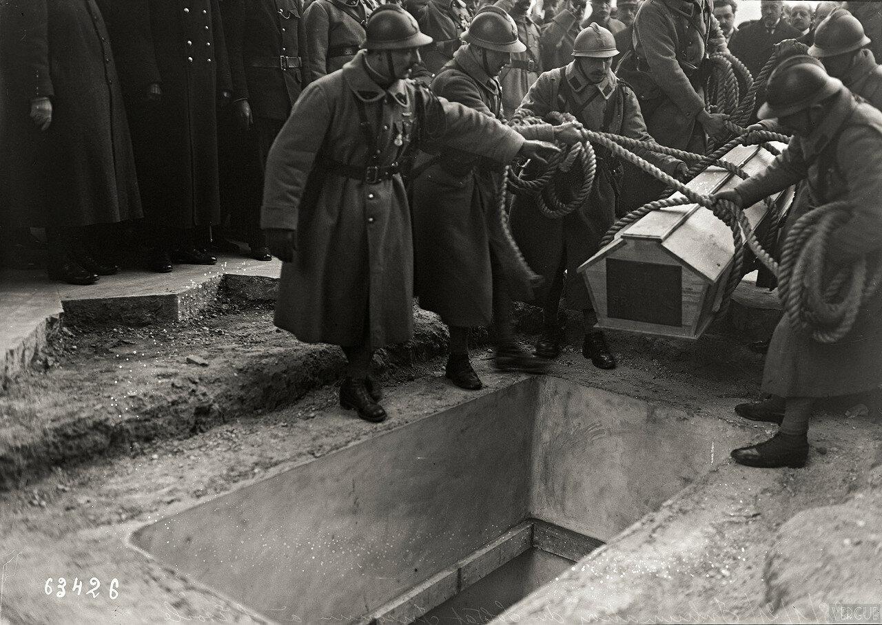 1921. Погребение Неизвестного солдата, площадь Этуаль. Пятница, 28 Января