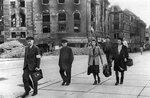 Возвращаясь к мирной жизни. Берлин, май 1945 г..jpg