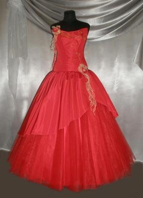 Бальное платье - украшено вышивкой бисером.