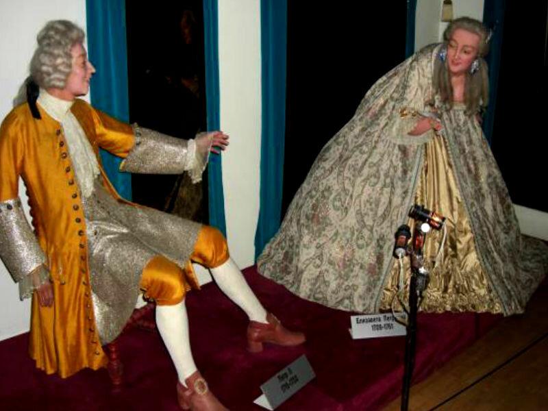 пара подтверждена, музей восковых фигур в питере фото романовых старшей ноябрины семье