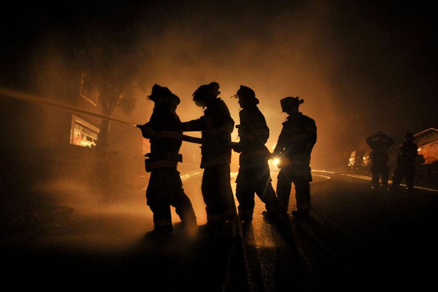 МЧС сообщило очетырех погибших при пожаре вкемпинге наКубани