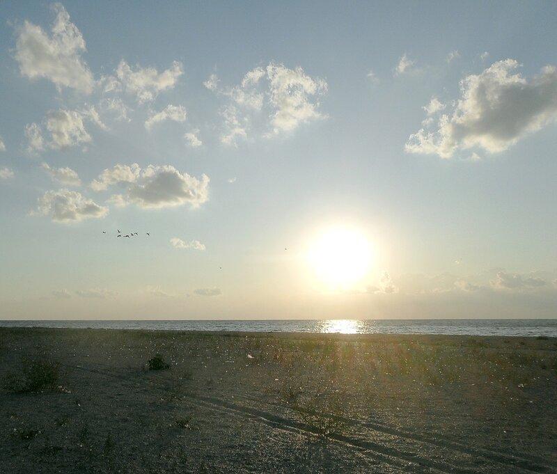 Август, вечер на берегу Ачуевской косы