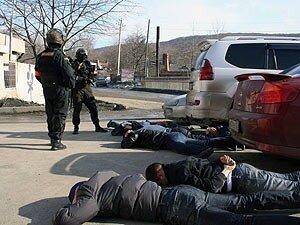 Во Владивостоке при задержании грабителей полицейские применили оружие: один человек ранен