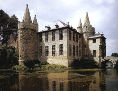 Старинные замки Бельгии, ее сады и оранжереи, сравнимы разве что с теми же красотами в Люксембурге и Нидерландах.