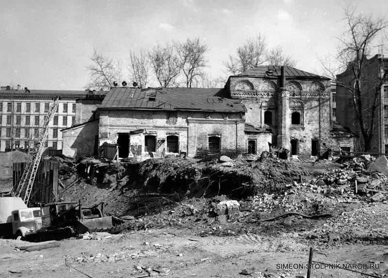 Перед началом реставрационных работ. Вид со стороны Калининского проспекта.