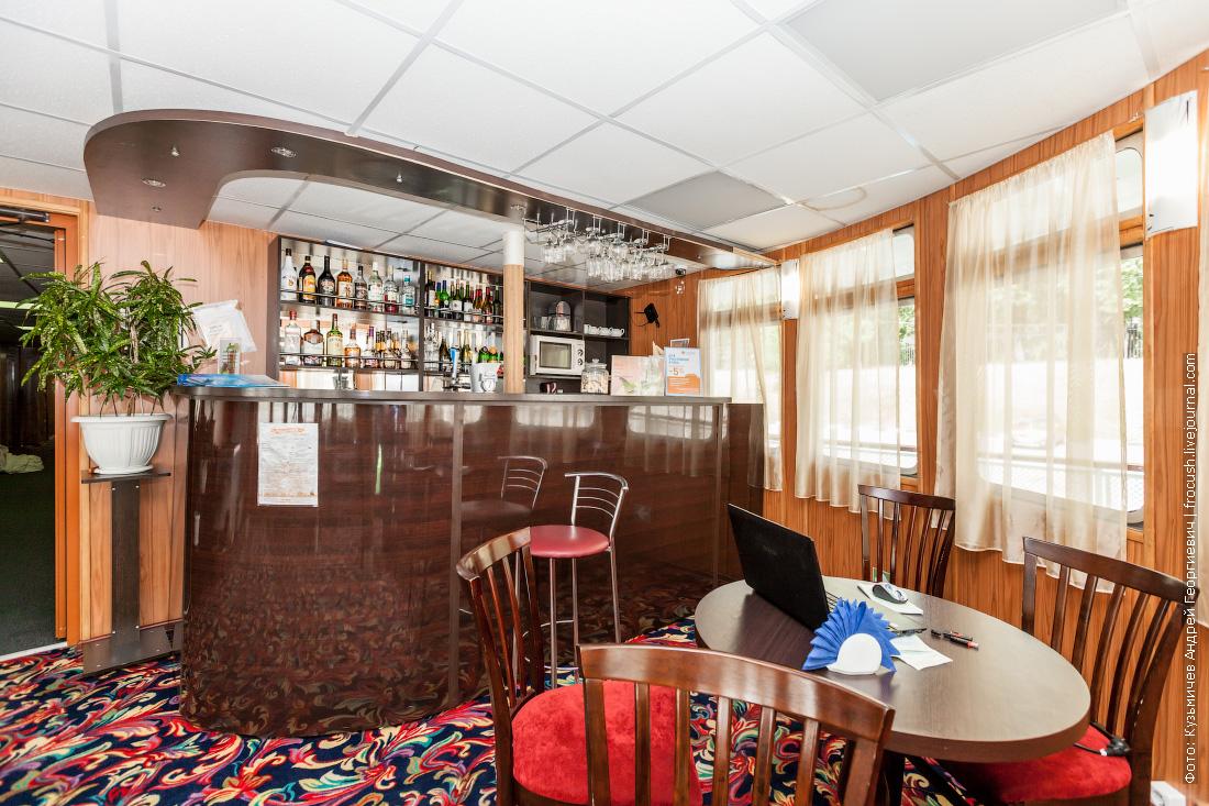 солнечный город теплоход кормовой бар на средней палубе