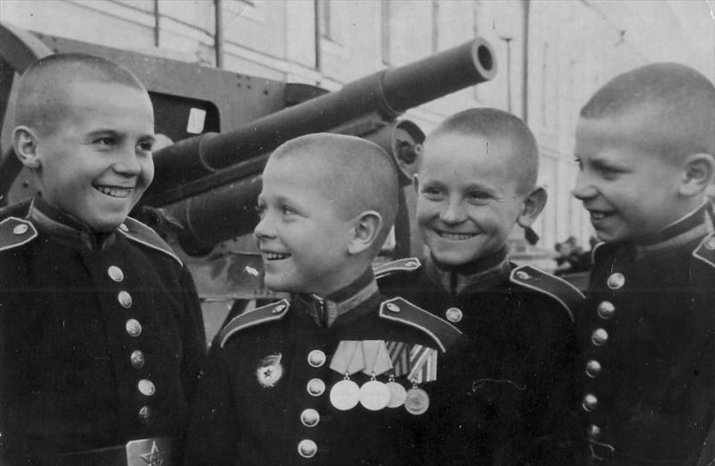 Великая страна СССР,Суворовские училища