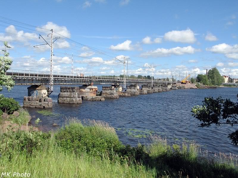 Железнодорожный мост через пролив