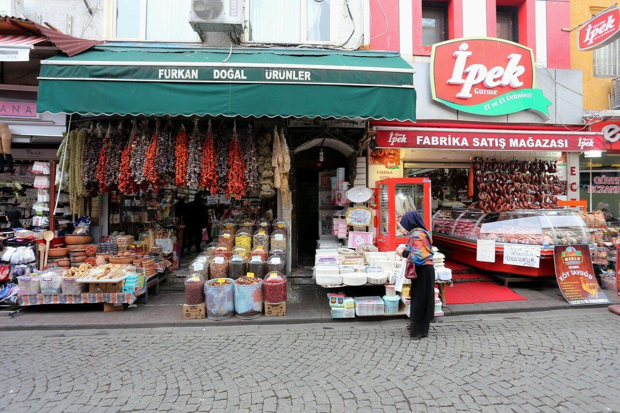 Стамбул, Ускюдар. Торговые улицы Мимарсиниан (Mimarsinan)