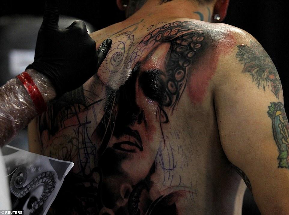 Татуированные вампиры съехались в Колумбию