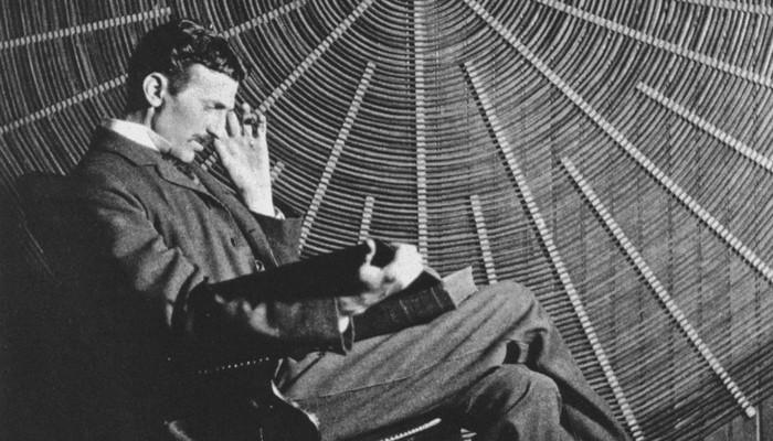 Никола Тесла запоминал дословно целые книги. Тесла утверждал, что спал лишь 2 часа каждую ночь (хотя